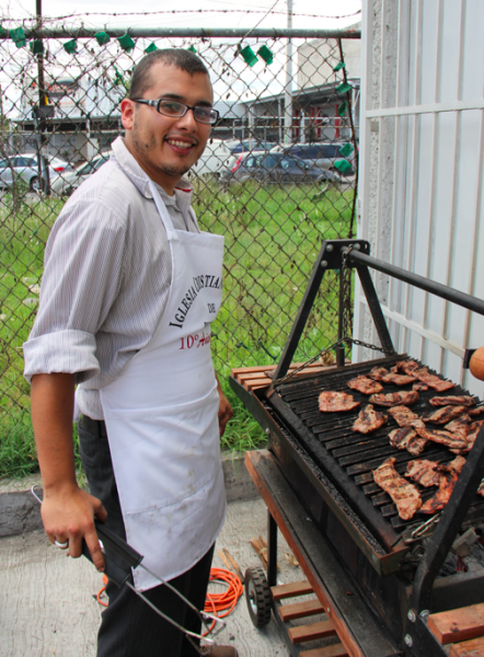 My brother Elimelec grilling the steaks -- Carne Arrachera -- for our 10th anniversary