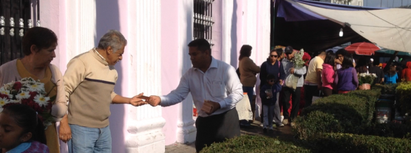 Bro. Salvador Derreza, missionary to India, giving out tracts